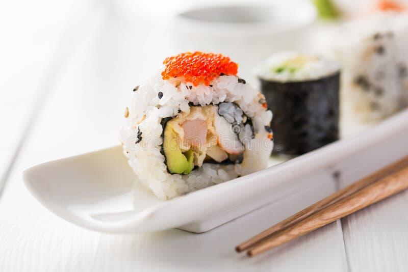 Sushi och skull arkivfoto