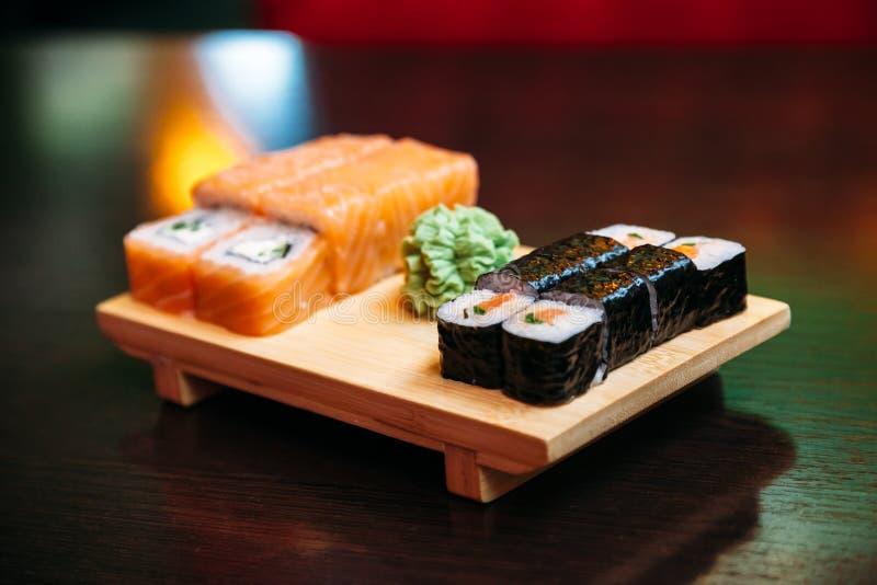 Sushi op houten raad royalty-vrije stock foto