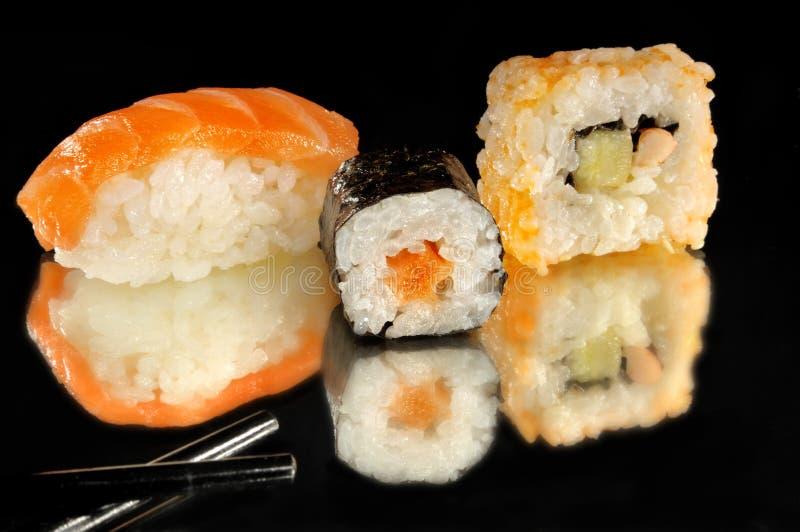 Sushi op zwarte achtergrond royalty-vrije stock fotografie