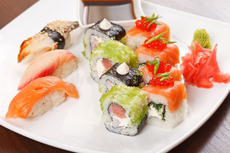 Sushi på plattan royaltyfri bild