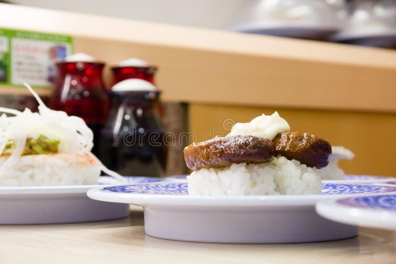sushi p? sakurazushien arkivbild