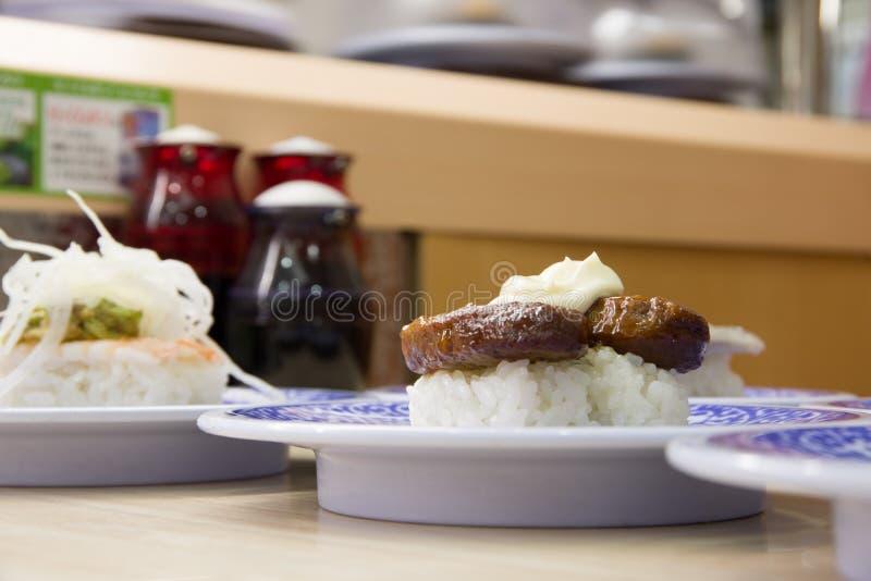sushi p? sakurazushien royaltyfri bild