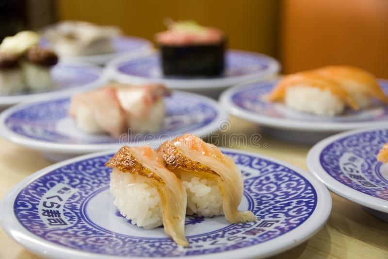 sushi p? sakurazushien royaltyfria foton