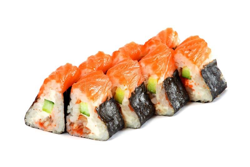 Sushi-Rolle - Maki Sushi machte vom geräuchertem Aal, von Avocado, von Gurke, von Frischkäse und von Tamago, lokalisiert auf weiß stockfotografie