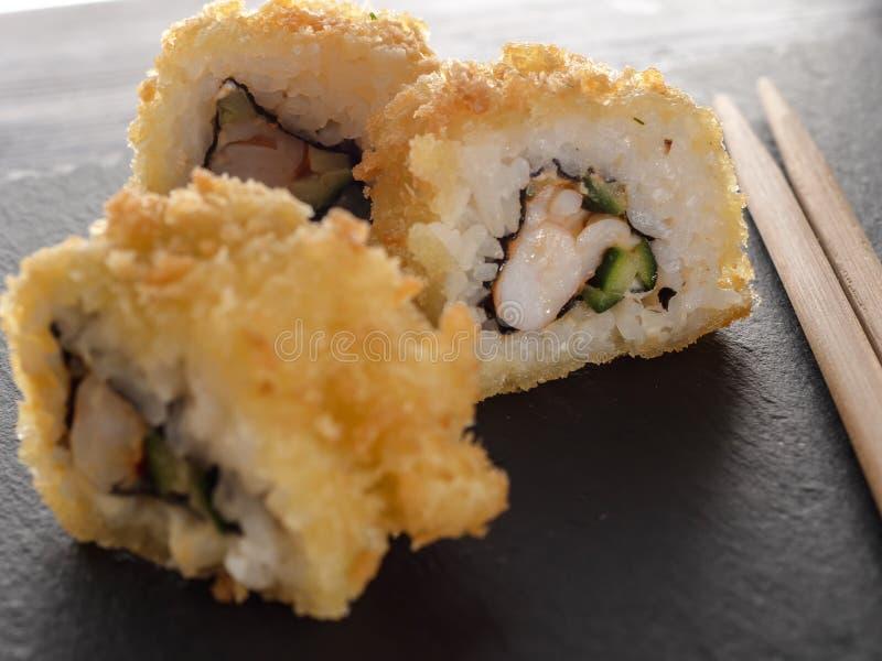 Sushi Rolls della tempura fotografie stock libere da diritti