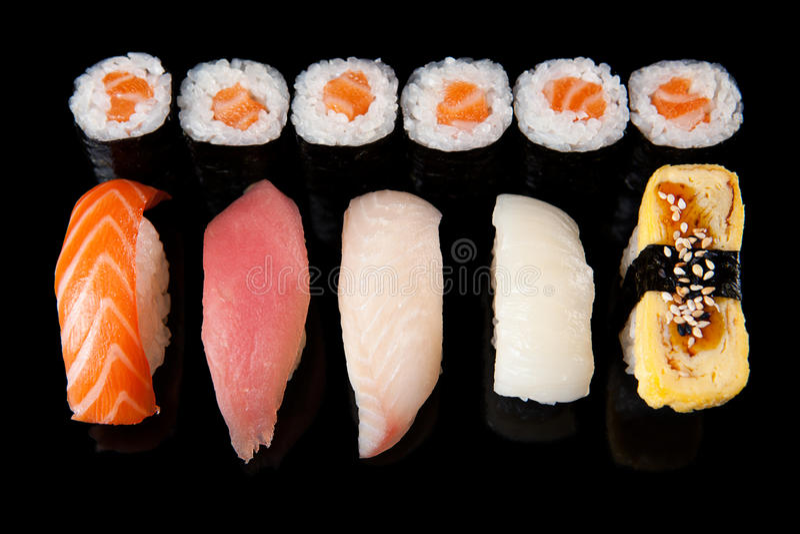 Sushi Rolls e Sashimi imagens de stock