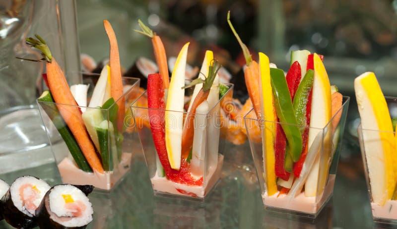Sushi Rolls et légumes photographie stock