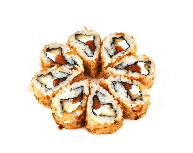 Sushi, rolo quente na massa um fundo branco Alimento japonês foto de stock royalty free