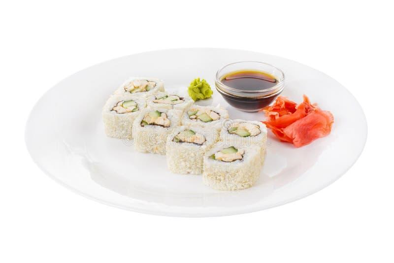 Sushi rullar p? en vit isolerade bakgrund arkivfoto