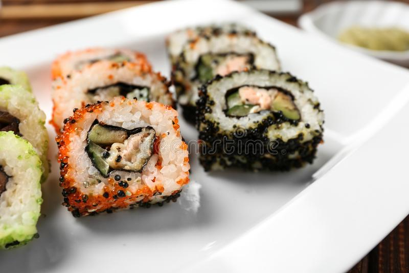 Sushi saboroso na placa imagem de stock