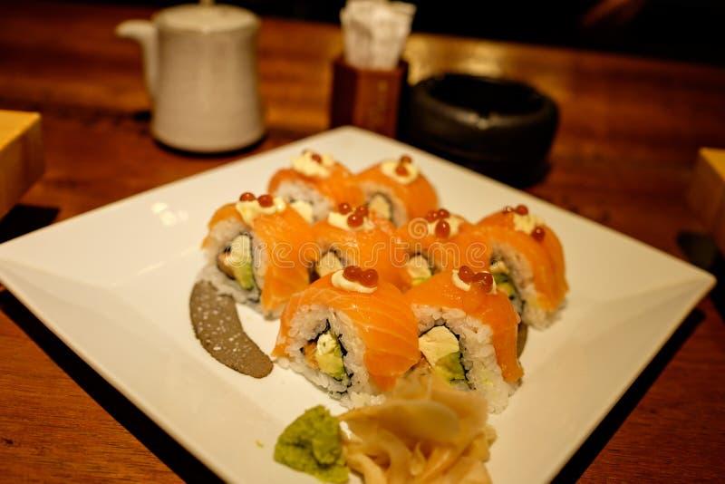 Sushi Salmon com caviar foto de stock