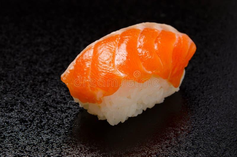 Sushi saumonés crus photos libres de droits