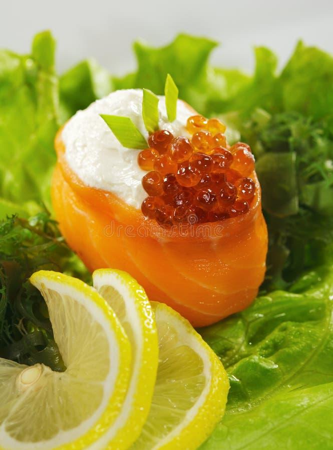 Sushi saumonés de Gunkan photos stock