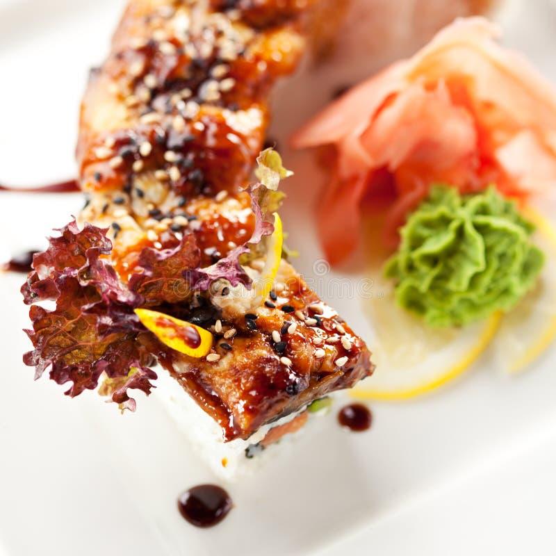 Download Sushi Saumonés Et Fumés De Maki D'anguille Photo stock - Image du asie, déjeuner: 45366626