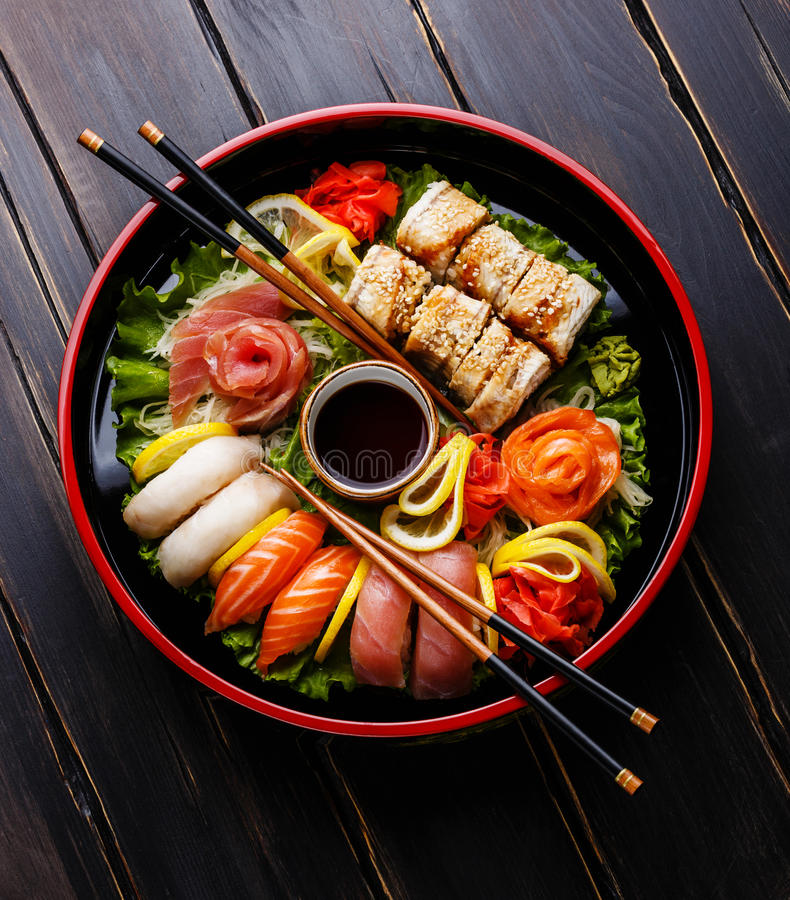 Sushi Set in black Sushioke round plate stock image