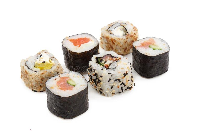 Sushi som isoleras på vitbakgrund royaltyfria bilder