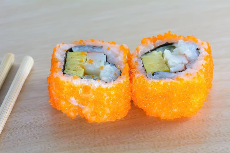 Sushi sur la table en bois photo stock