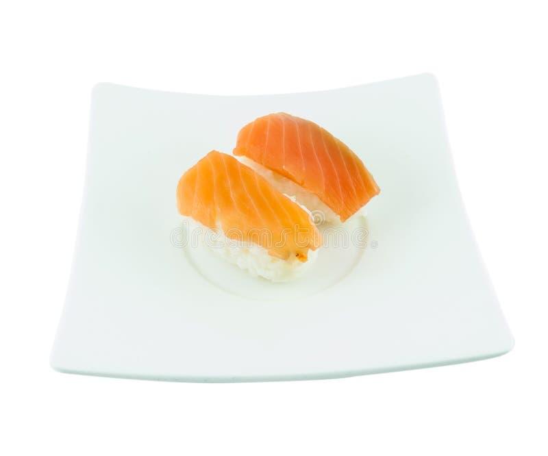 Sushi tradicional japonês dos salmões da culinária imagens de stock royalty free