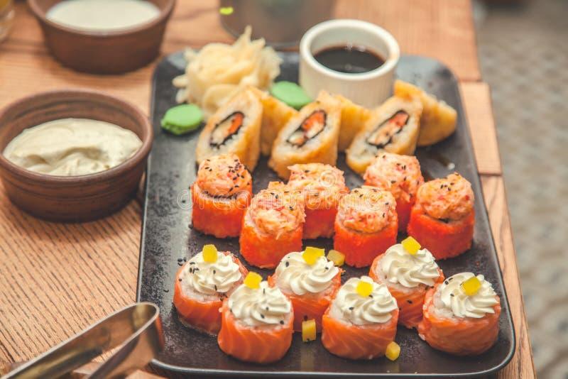 Sushi und Rollenseth restaurant, Menükonzept Der Hintergrund lizenzfreies stockbild