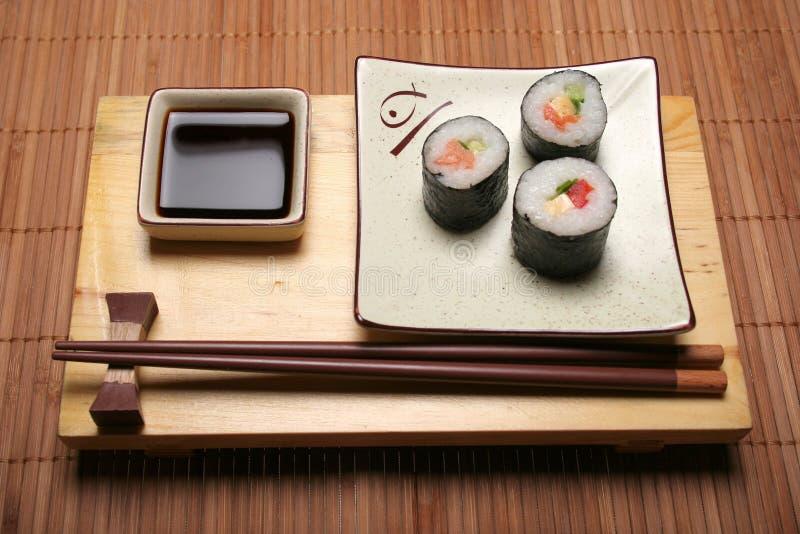 Sushi und Steuerknüppel lizenzfreies stockbild
