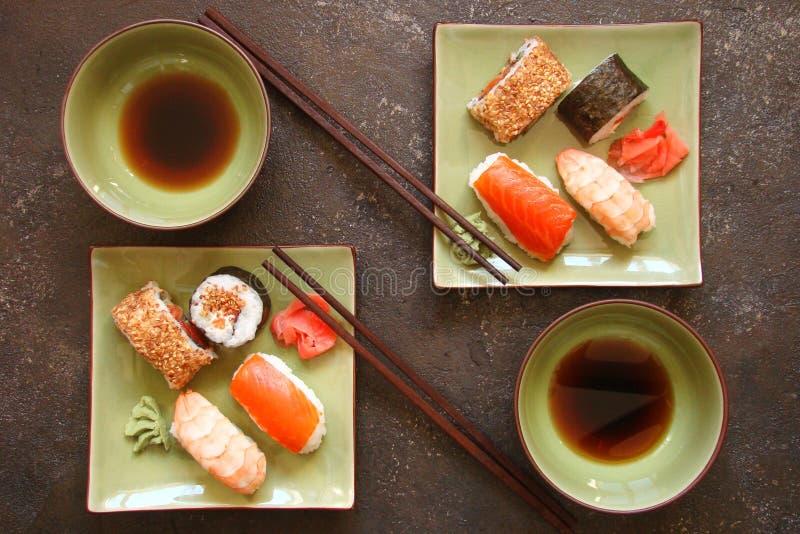 Download Sushi Und Sushirollen, Sushi Nigiri Auf Steinplatte Stockbild - Bild von garnele, nahrung: 90225089
