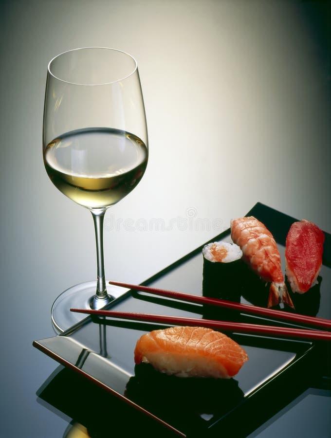 Sushi und Wein lizenzfreies stockbild
