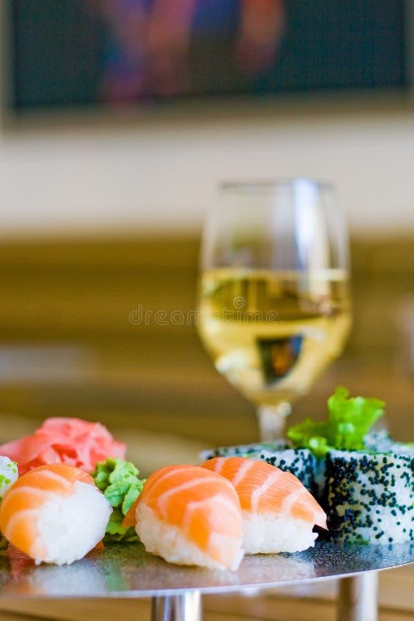 Sushi und Wein stockfotografie