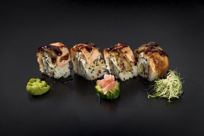 Sushi Uramaki determinado imagenes de archivo