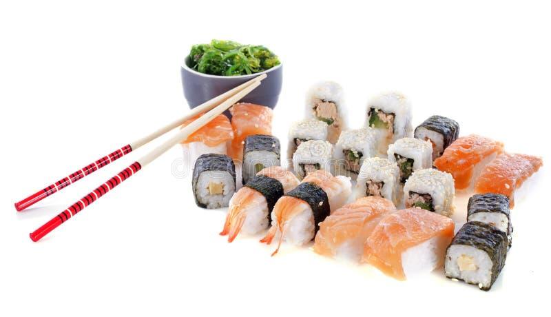 Sushi y algas imagen de archivo libre de regalías