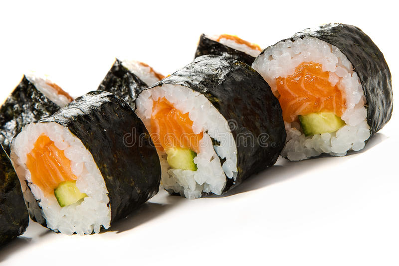 Sushibroodjes met Zalm en Komkommer stock afbeelding