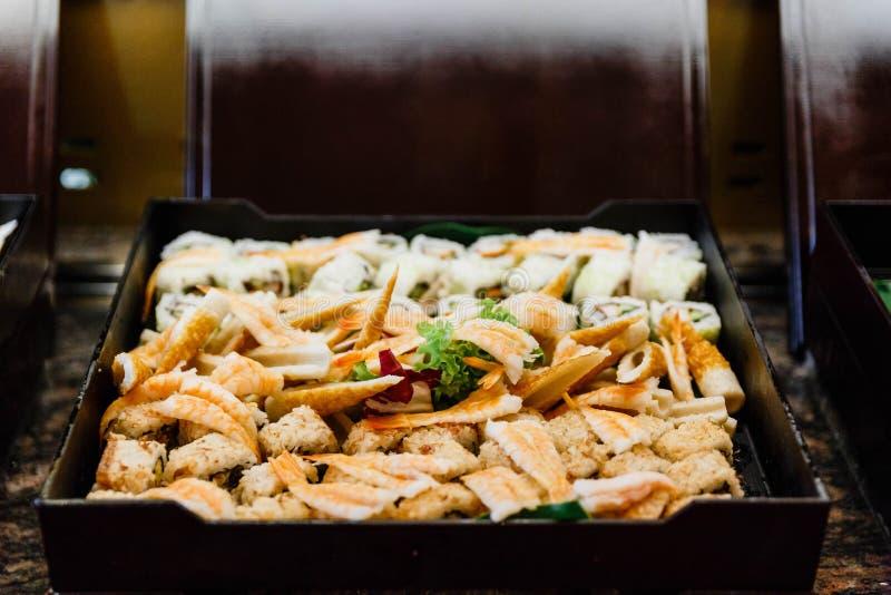 Sushibuffet voor de Internationale Lijn van het Lunchbuffet royalty-vrije stock fotografie