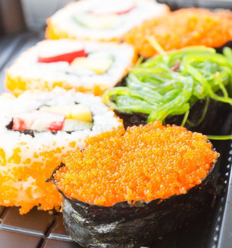 Sushiuppsättning, traditionell japansk mat arkivfoto