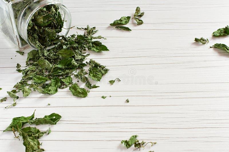 Susi Leczniczy ziele na stole zdjęcia stock