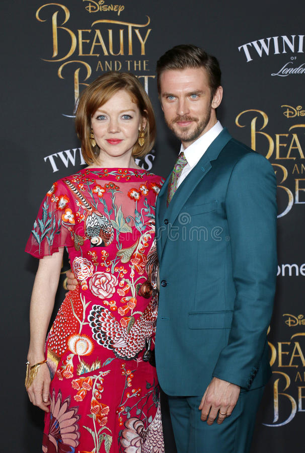 Download Susie Hariet Et Dan Stevens Photo stock éditorial - Image du retenu, mode: 87708208