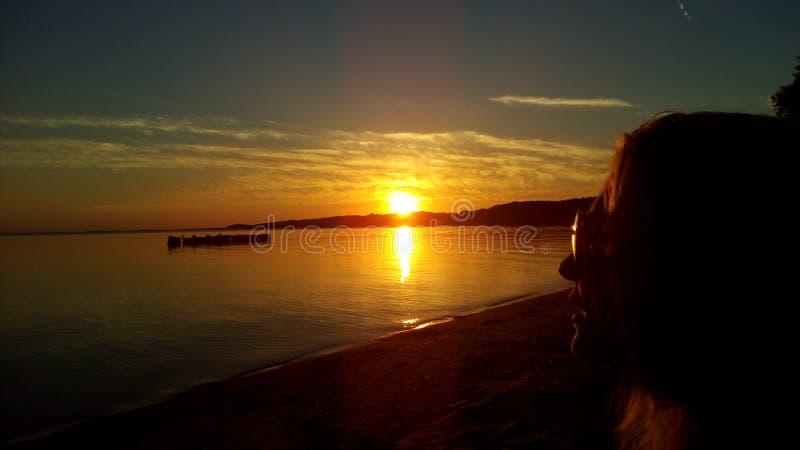 Susnset di calma della natura del lago del mare del cielo fotografia stock libera da diritti