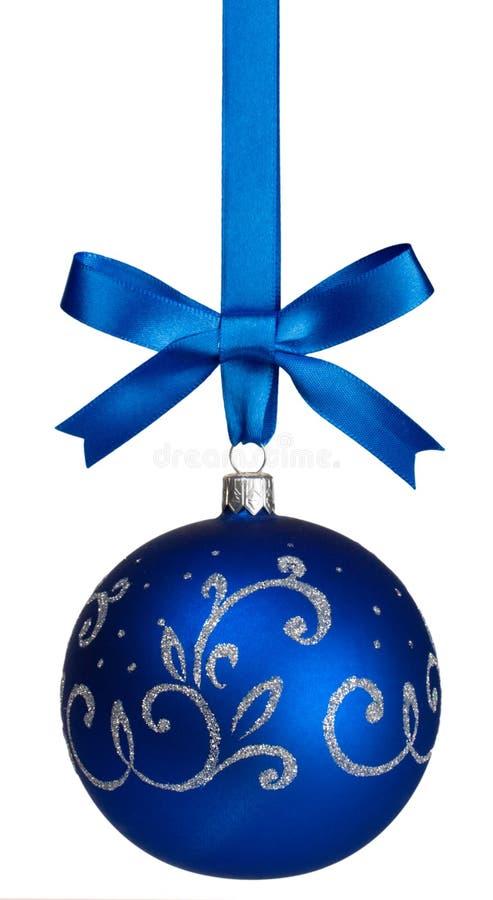 Suspensão azul da esfera do Natal fotografia de stock
