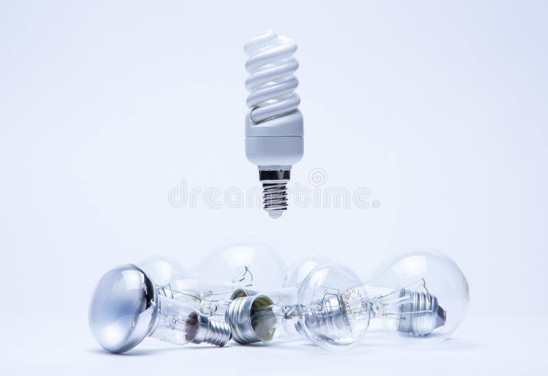 Suspensão clara da economia de energia sobre incandescent fotografia de stock