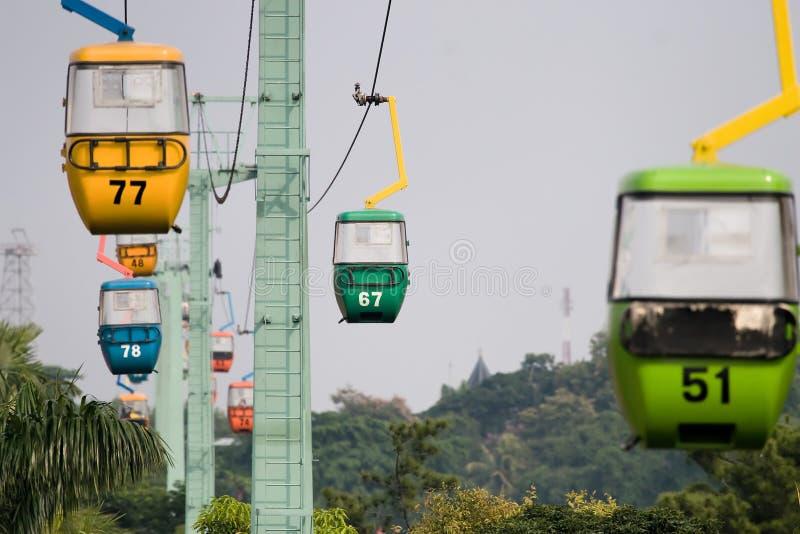 Suspensão colorida do teleférico fotos de stock