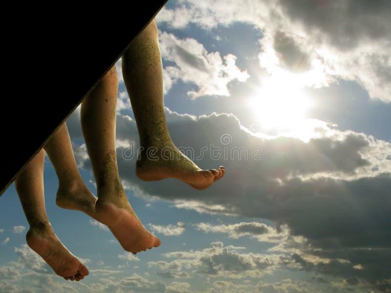 Suspensão dos pés dos adolescentes imagem de stock royalty free