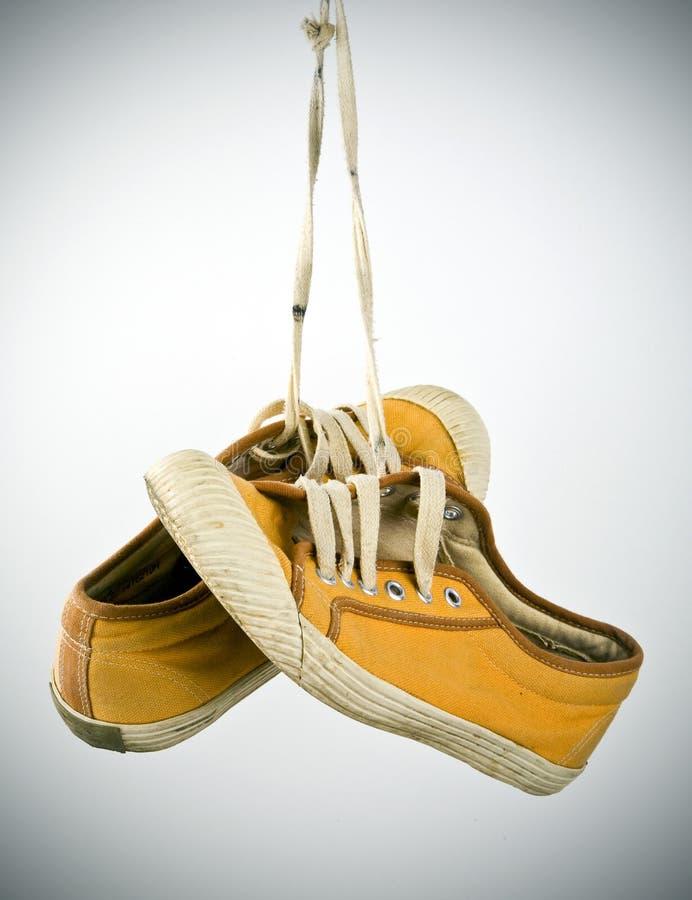 Suspensão velha das sapatilhas fotos de stock royalty free