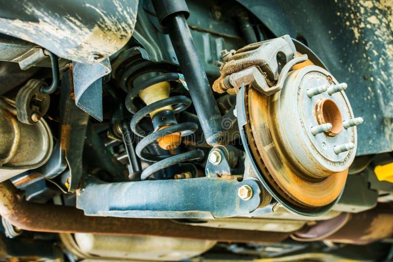 Suspension et freins de voiture photographie stock