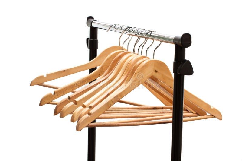 Suspensiones de capa en un estante de la ropa imagen de archivo libre de regalías