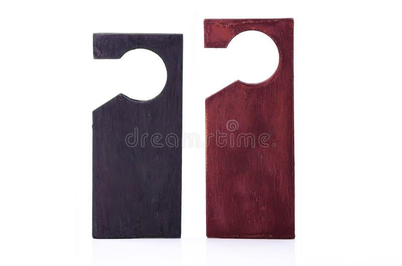 Suspensiones de puerta de madera aisladas en el fondo blanco imagen de archivo
