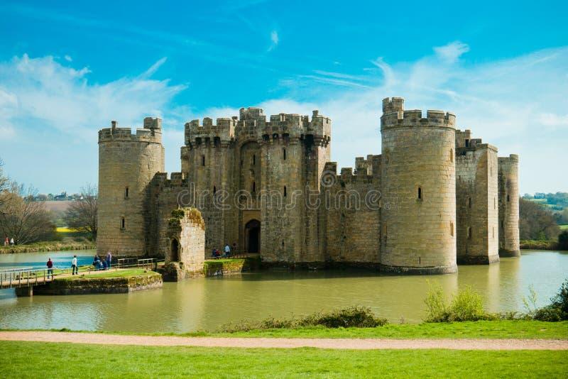 SUSSEX/ENGLAND EST - 10 avril 2014 - château de Bodiam est un château moated du 14ème siècle près de Robertsbridge dans le Sussex images stock