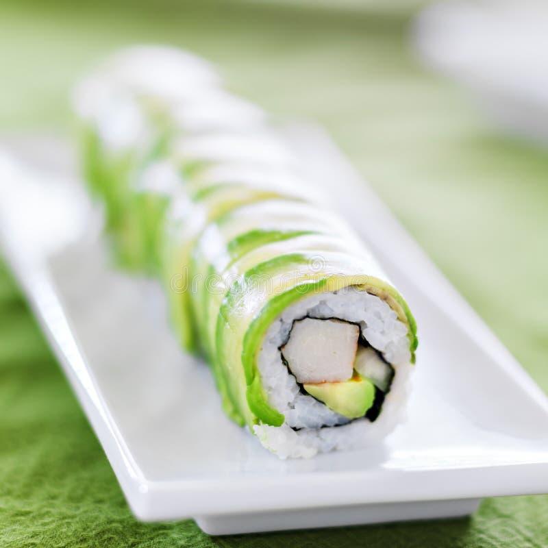 Suszi - smok rolka z avocado i kraba mięsem zdjęcie stock