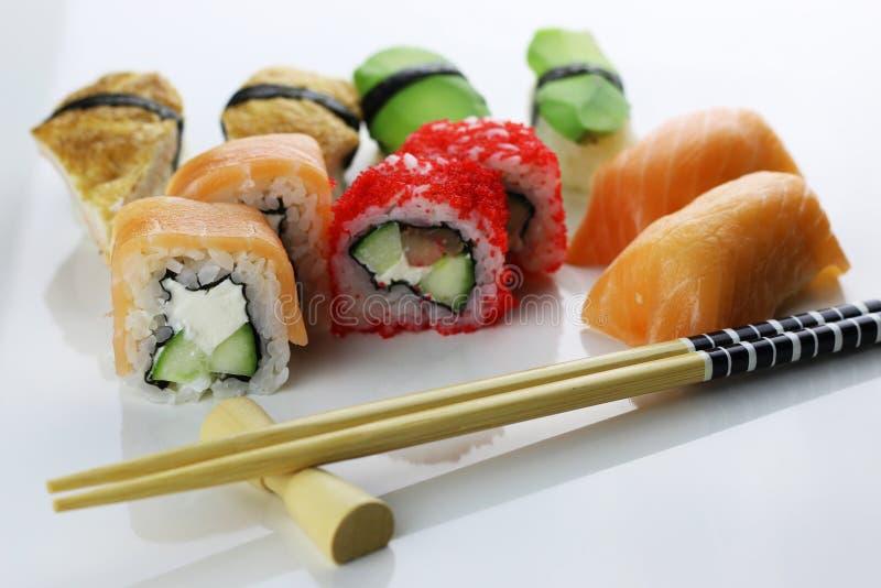 Suszi ustaleni chopsticks obraz stock
