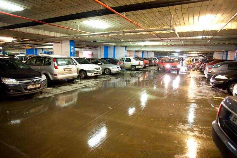 Suterenowy parking samochodowy obrazy royalty free