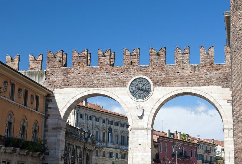 Sutiã do della de Portoni, porta medieval que conduz ao sutiã da praça imagens de stock royalty free