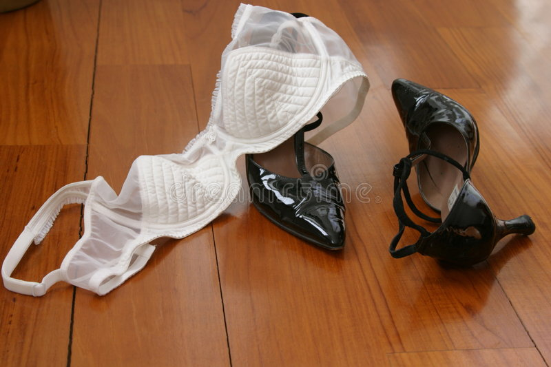 Download Sutiã e sapatas imagem de stock. Imagem de algodão, sapata - 56419