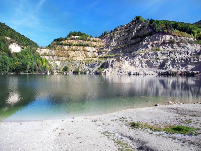 Sutovo sjö i Slovakien under höst arkivbilder